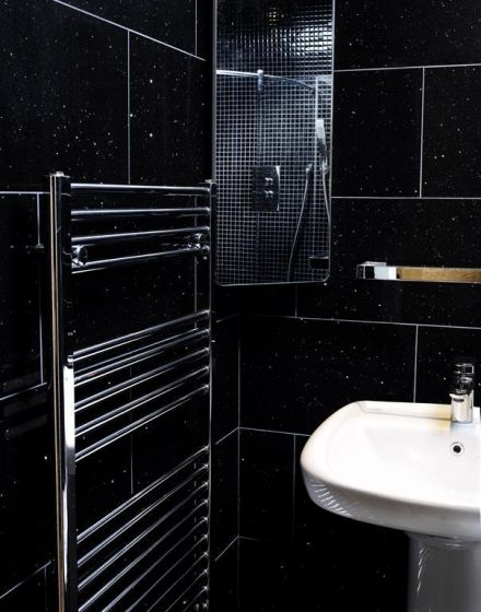 Mirror Black Quartz Tile 300x600
